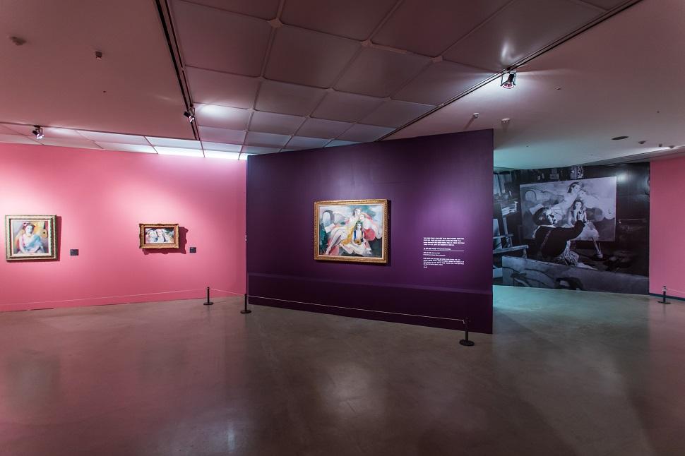 마리 로랑생은 자신만의 색채로 독특하고 아름다운 작품세계를 만들었다.