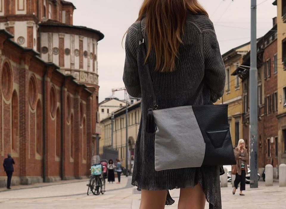 SHANA 8th avenue의 가방. 사진 속 제품은 남녀 모두 착용이 가능한 가방이다.
