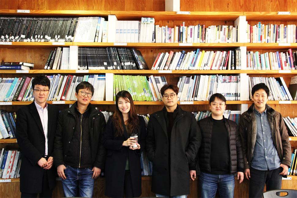 DA 그룹의 DDLab 구성원. 왼쪽부터 조태용 소장, 박진훈 실장, 정미식 팀장, 정종열 사원, 이주한 사원, 이세훈 팀장.