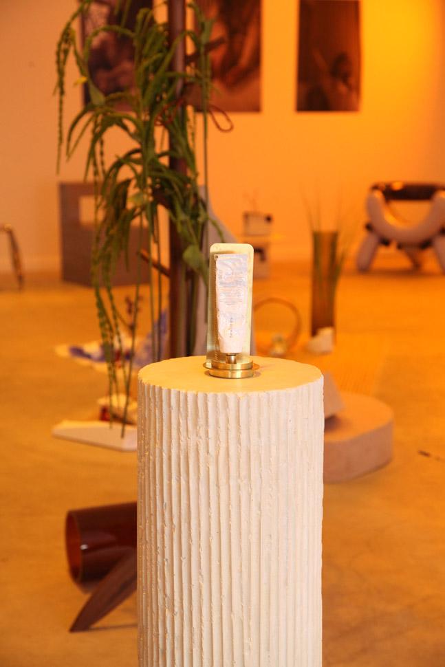 갤러리같은 공간 속에 비치된 제품은 공간과 감각적으로 어우러져 고객들의 관심을 끈다.