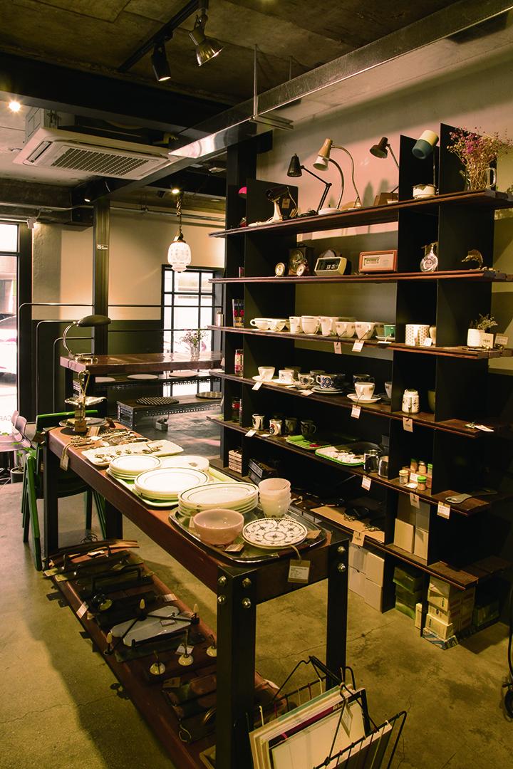 낙랑상점 향수를 불러일으키는 1930년대~1970년대의 빈티지 제품을 전시, 판매하는 공간이다.