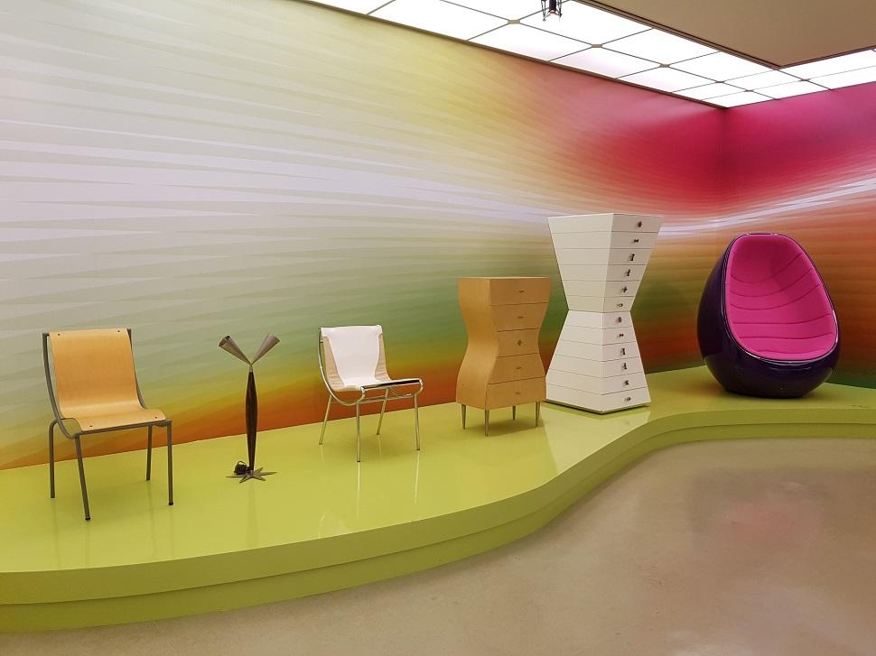 카림 라시드의 전시가 예술의전당 한가람미술관에서 10월 7일까지 열린다.