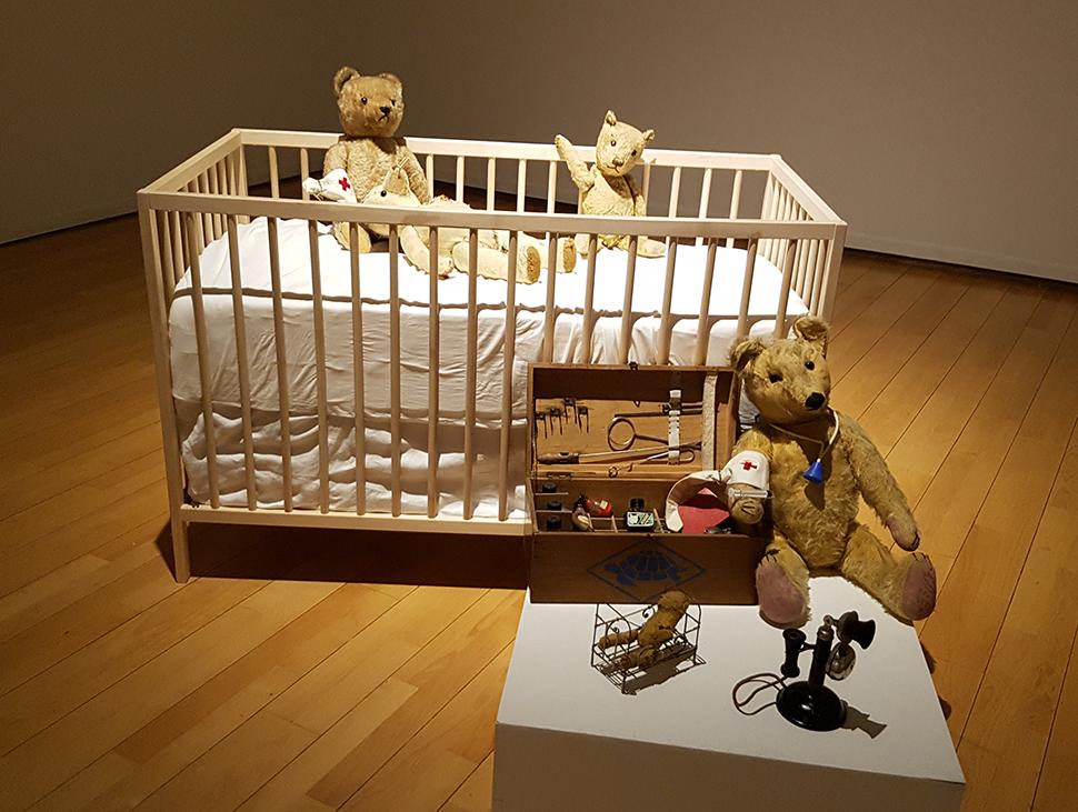 '내 사랑, 테디 베어'에서는 변함없는 사랑을 받는 테디 베어와 곰인형을 고칠 때 사용되는 수리 키드가 전시된다.