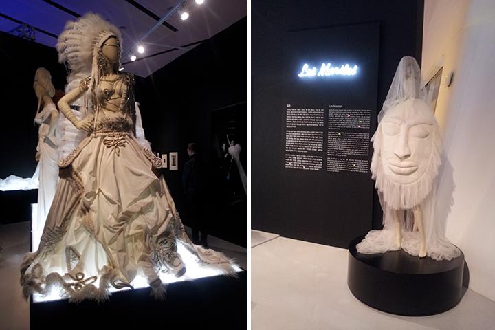 '결혼(Les Mariees)'에서는 '전 연령대의 사람이 원하는 만큼 자주 할 수 있는 모든 형태의 결혼'을 위해 그가 제시한 다양한 드레스를 볼 수 있다.