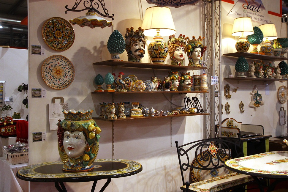 시칠리아 전통의 화려한 색감의 도자기