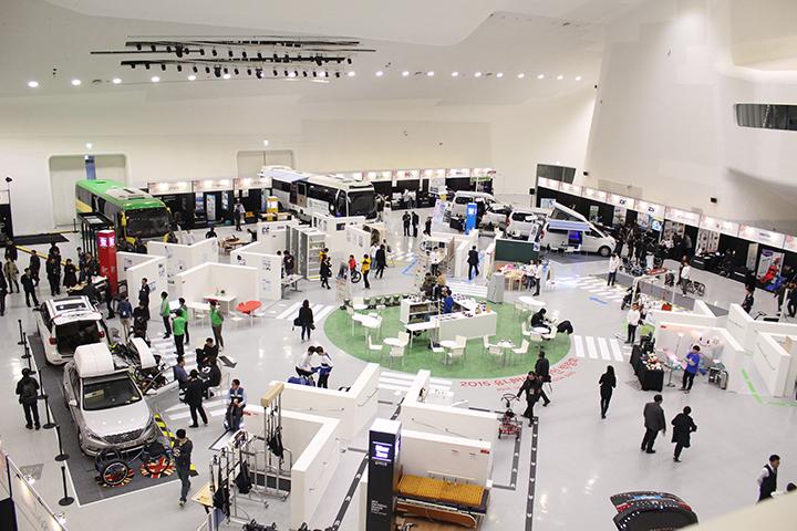 2016년 3회째를 맞이하는 '서울디자인위크'에서는 '공공서비스디자인 사례'를 중심으로 한 '2016 서울 스마트모빌리티 국제 컨퍼런스 및 전시'가 메인 행사로 이루어질 예정이다.