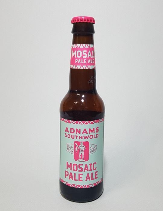 애드남스 모자익 페일에일(ADNAMS MOSAIC PALE ALE). 영국 맥주로 두 가지 상반되는 색상의 조합으로 라벨이 디자인 되어 있다.