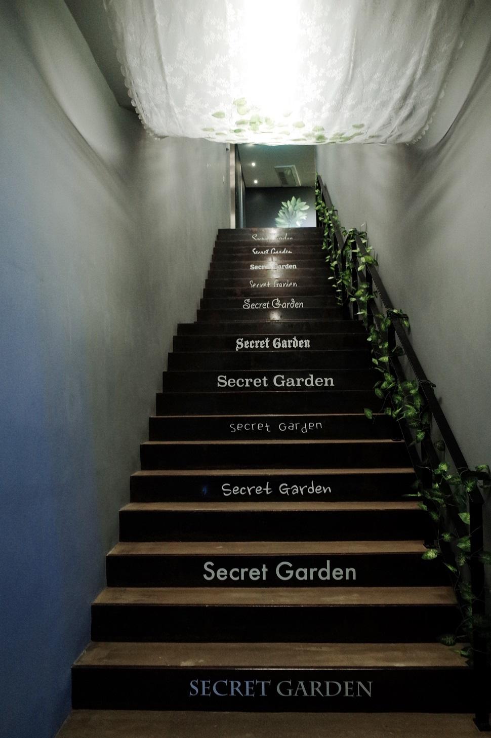 그리고 2층으로 올라가자. 해외 중견 작가 앤 미첼과 히로시 센주의 작품을 감상할 수 있다.