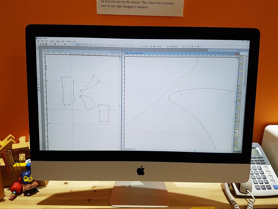 '폰트 디자인 방법론'. 스케치 스캔본 디지털화, 디지털화 된 글자 수정, 낱글자 파생, 최종 폰트 파일 세팅, 조판테스트 등의 과정을 거친다.