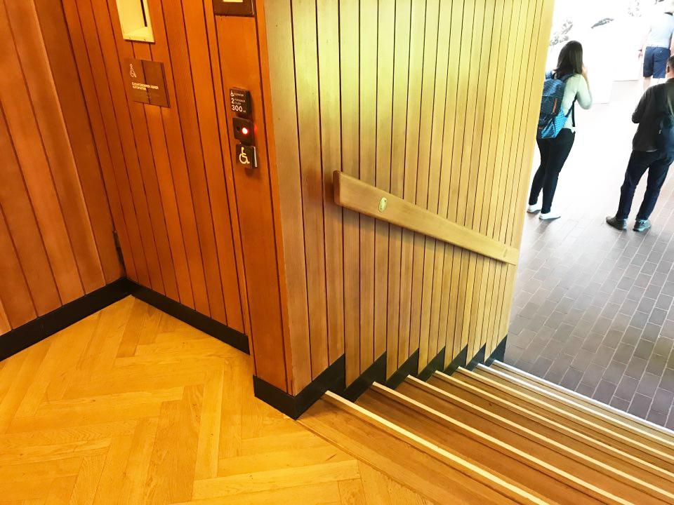 덴마크 루이지애나 미술관 (Louisiana art museum)에 설치된 리프트(lift)