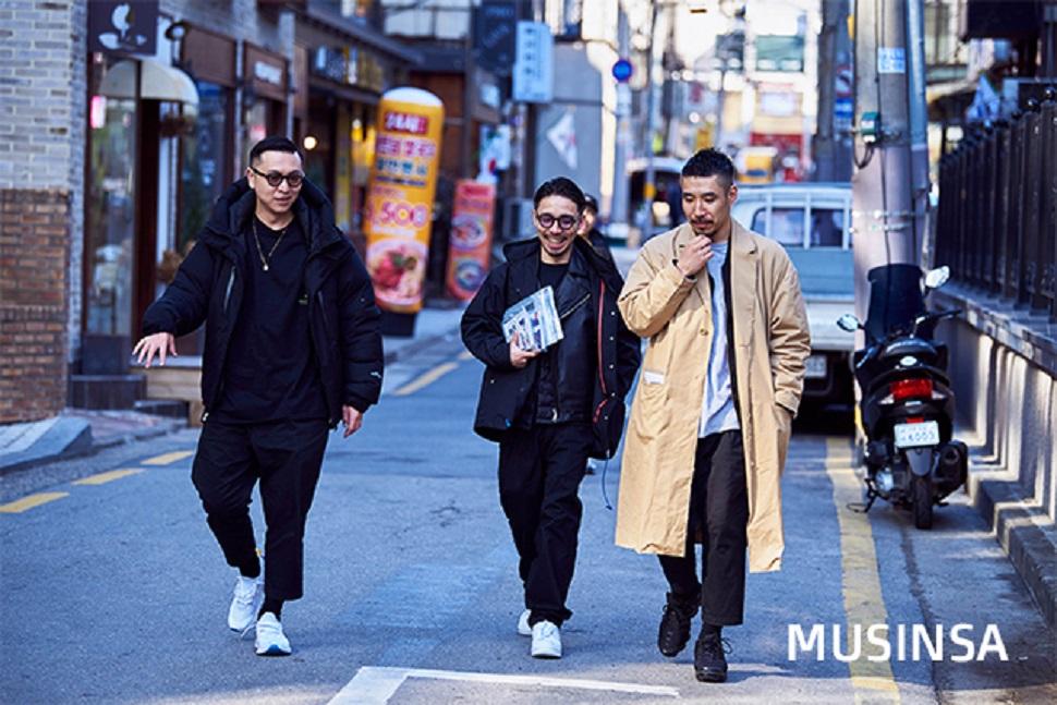한국을 방문한 이들은 일본 브랜드 '매직스틱(Magic Stick)'의 CEO이자 디자이너인 나오타카(Naotaka, 왼쪽), 마케팅을 총괄하는 타카미츠(Takamitsu, 오른쪽) 그리고 사진 및 비주얼 작업을 담당하는 히로(Hiro, 가운데)다.