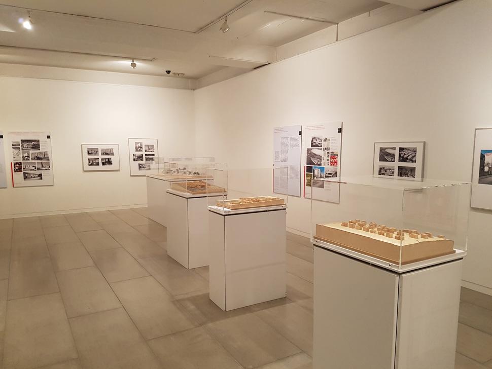 현대사회의 디자인 발전에 중요한 역할을 한 건축모형들이 전시되어 있다.