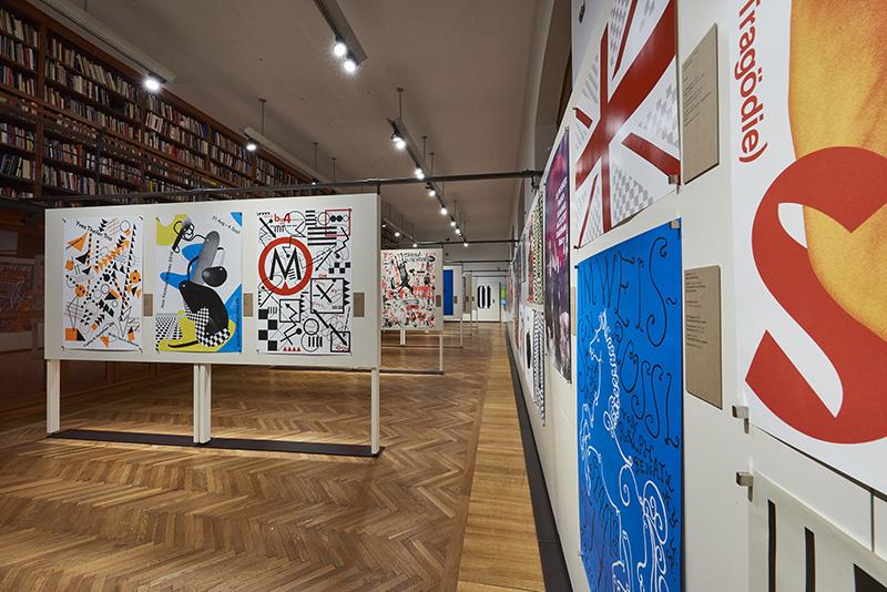 MAK-Ausstellungsansicht, 2017. 100 BESTE PLAKATE 16. Deutschland Ö sterreich Schweiz MAK-Kunstblättersaal ⓒ MAK/Georg Mayer
