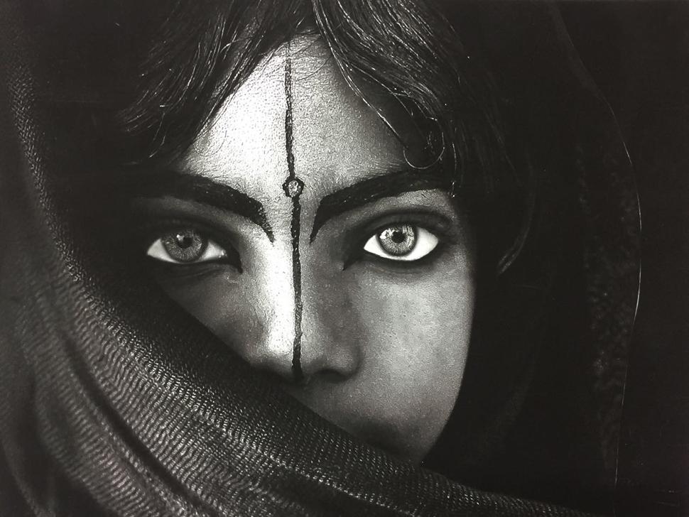 제33회 국제사진예술연맹(FIAP) 국제흑백사진비엔날레 골드메달리스트 예멘 Abduliah Mohammad Othman, Msugahuy Tradition (사진제공: 한국사진작가협회)