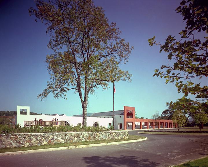 공공시설로 영역을 넓혀가던 시기 선보였던 '미들버리 초등학교'