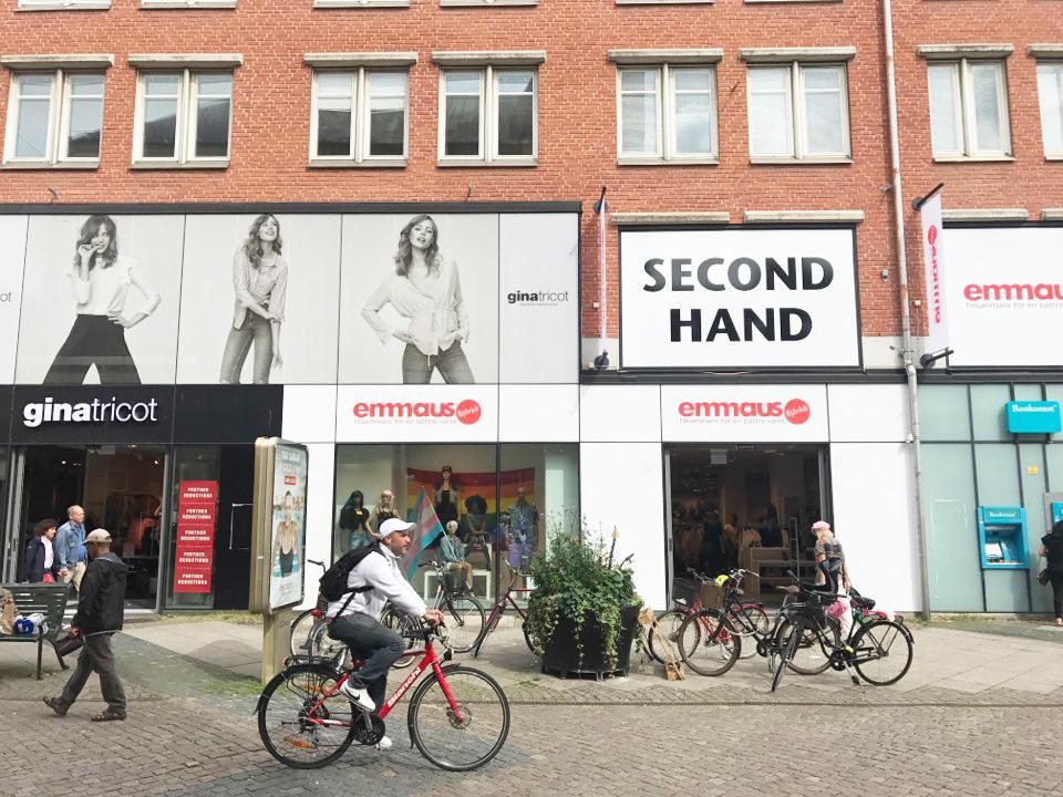 세컨핸즈 전문 브랜드인  뮈루나와 엠마우스는 쇼핑몰과 시내 중심가에 단독 매장이 있을 정도로  소비자들에게 인정받고 있다.