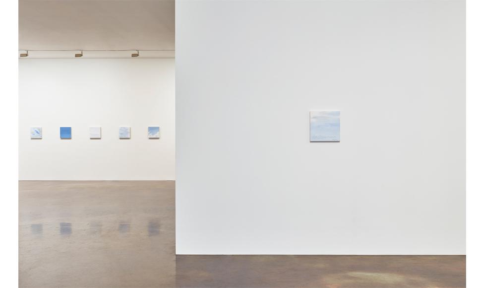 국제갤러리 2관(K2) 바이런 킴 개인전 〈Sky〉 설치 전경(이미지 제공: 국제갤러리)