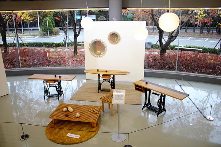 폐목재와 폐가구를 활용, 가구의 재탄생을 보여주는 '리본가구(Re-Born Furniture)전'