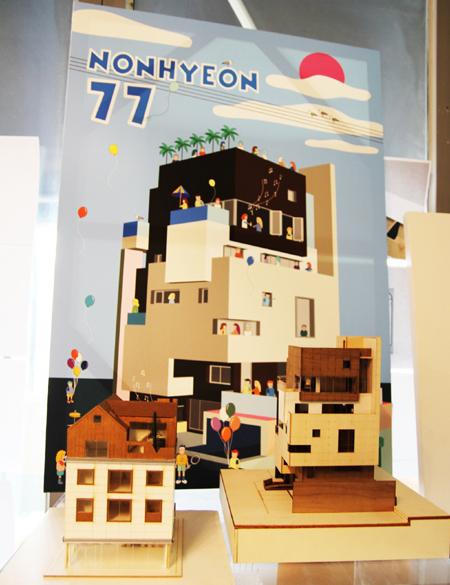 콘셉트 포스터와 세심한 건축 모형으로 클라이언트와 소통한다.