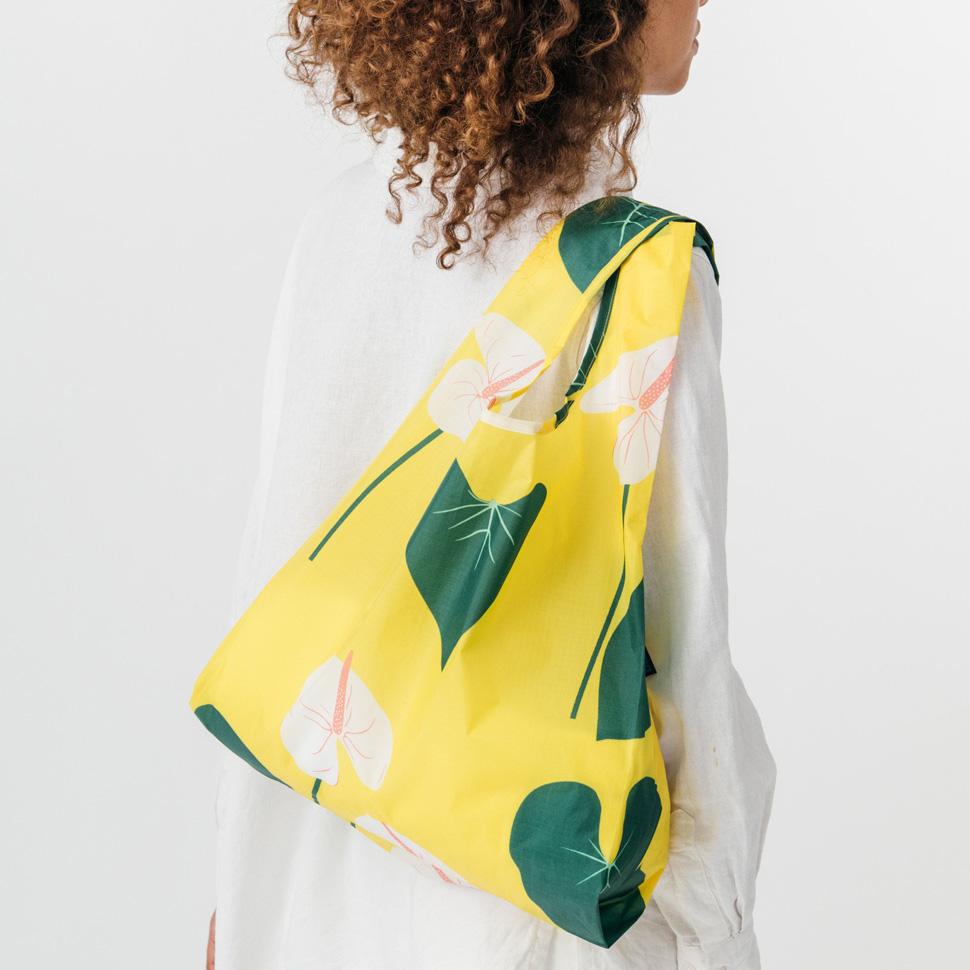 컬러풀한 패턴이 돋보이는 바꾸(BUGGU)의 가방 (사진 제공: 에이랜드)