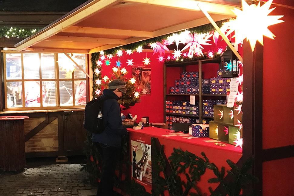 독일 뤼벡(Lübeck, Germany)과 덴마크 코펜하겐(Copenhagen, Denmark)의 크리스마스 마켓 풍경들. 아기자기한 골목의 풍경들과 아늑하게 장식해 놓은 조명이 아름답다.
