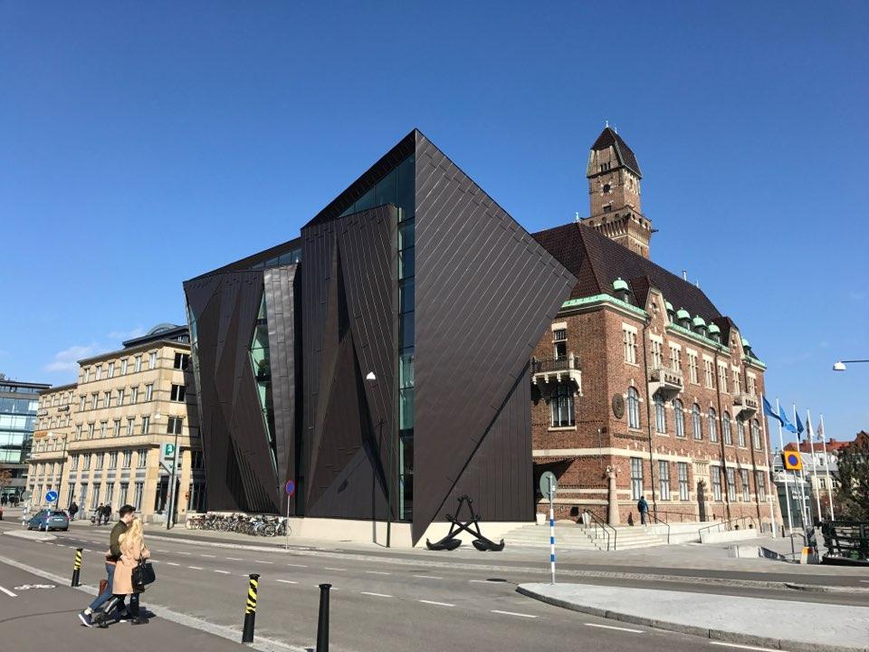 말뫼(Malmö)의 중심가에 위한 해양대학교(The World Marin University, WMU) 건물