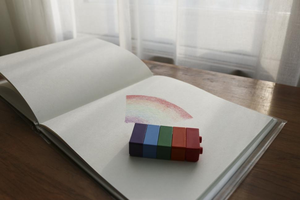 블록크레용. 여러 색을 동시에 칠할 수 있다.