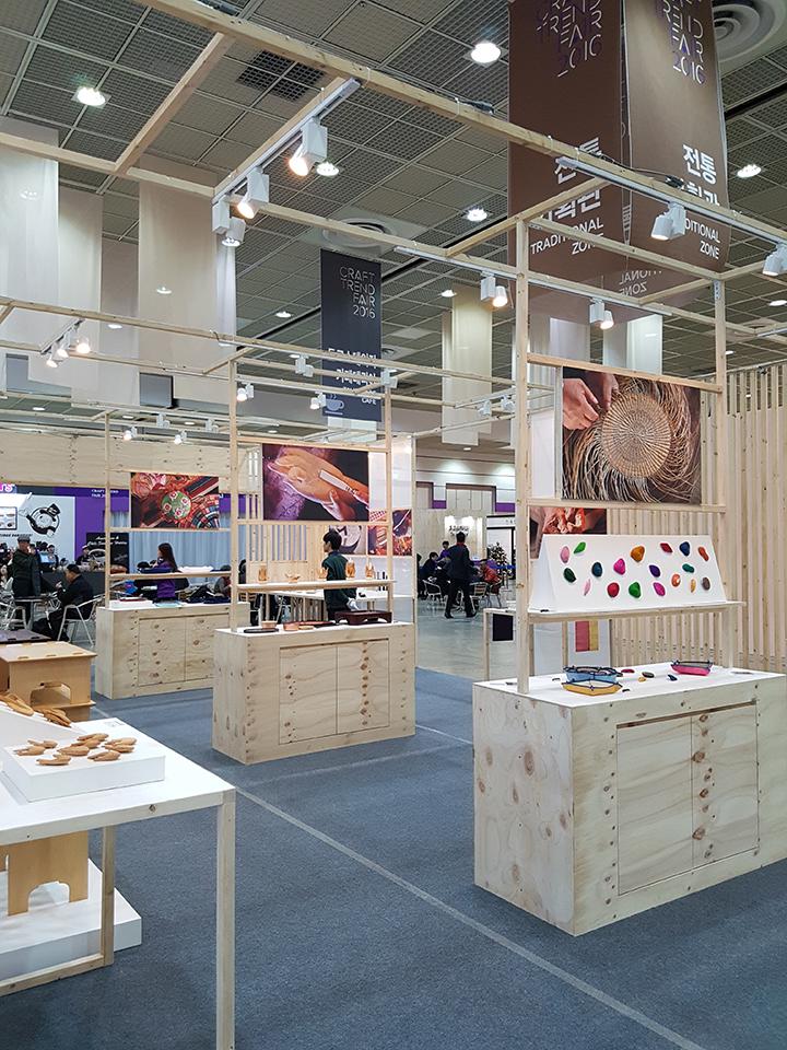 대한민국 무형문화재 전승공예품을 선보이는 전통기획관