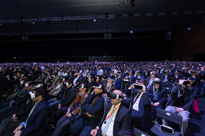 이번 행사는 '기어 VR'을 활용, 5,000여 명의 관객들이 동시에 가상현실을 통해 제품을 체험하도록 했다.