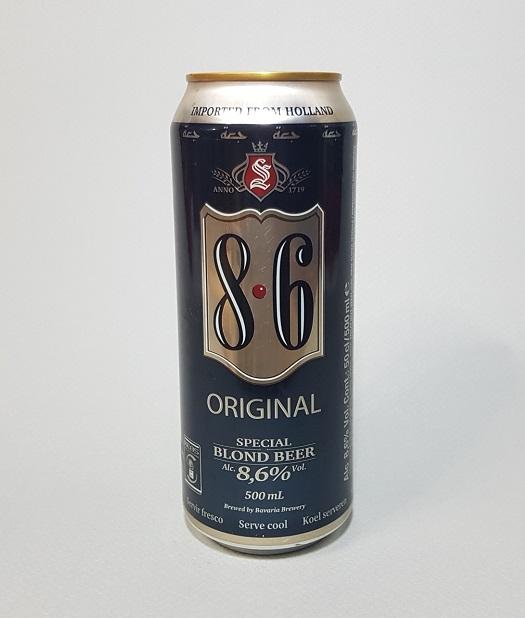 라벨에서 느껴지는 강한 도수. 8.6도 맥주 바바리아(Bavaria) 8.6 오리지널이다. 골드컬러의 배경에 8과6이라는 숫자, 이 둘 사이의 붉은 점. 심플하지만 묵직한 느낌의 라벨이 강한 도수만을 전한다. 네덜란드 맥주.