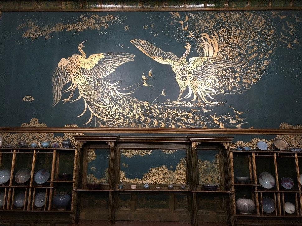 Harmony in Blue and Gold: The Peacock Room. 골드와 블루의 조합이 탁월하게 표현된 예술품의 방으로 유명한 피콕룸