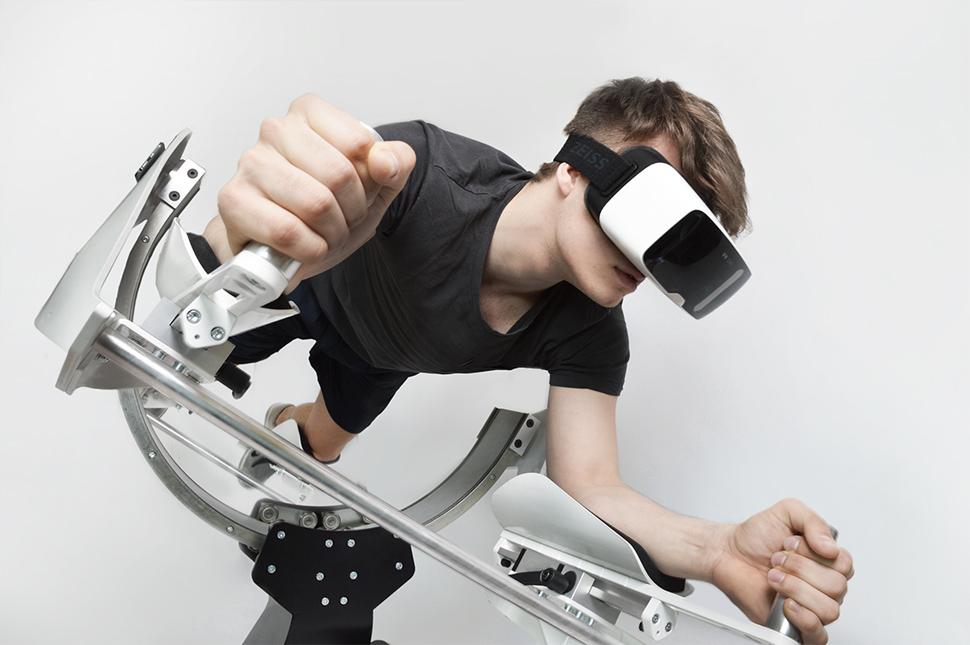 컴퍼니 투어에 참여한 HYVE의 가상현실 운동 머신, 이카로스(Icaros)