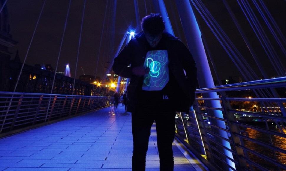 글로우(GLOW) 티셔츠(사진제공: 일루미네이티드 어패럴 코리아(Illuminated Apparel Korea))