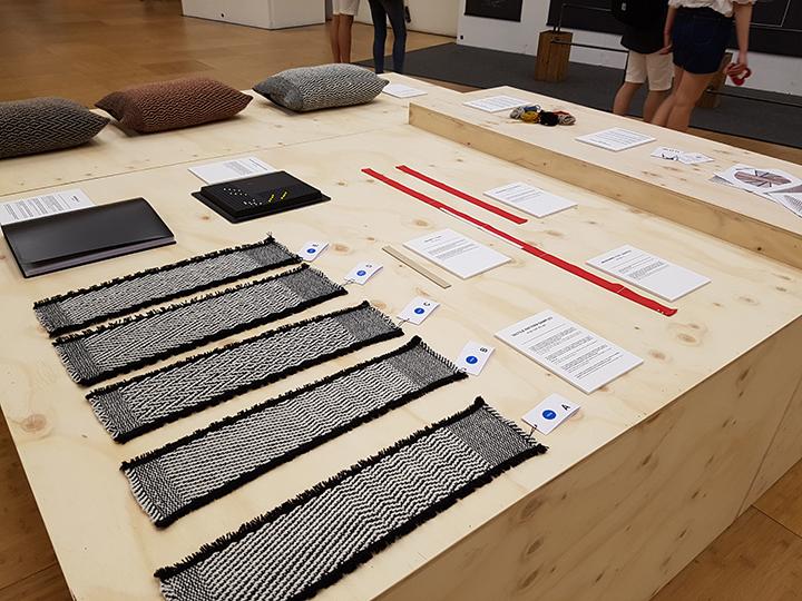 호사 클라우젠(Rosa Tolnov Clausen)은 툴박스(toolbox)를 통해 손의 감각만을 사용해 직조의 시작 지점을 쉽게 찾도록 유도하는 단계별 디자인 시퀀스를 분할하는 작업을 가능하도록 했다.