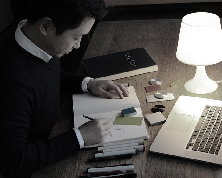 디자이너 조상우 씨는 서울과학기술대 공업디자인 전공, 홍익대 산업디자인 석사를 마치고 삼성전자 무선디자인 그룹 책임디자이너, 스웨덴 소니에릭슨 UXC 디자인센터 시니어 디자이너, 소니 모바일 커뮤니케이션 노르딕 디자인스튜디오 시니어 디자이너를 거쳐 현재 스웨덴 시그마 커넥티비티 디자인랩 수석디자이너로 활동하고 있다.