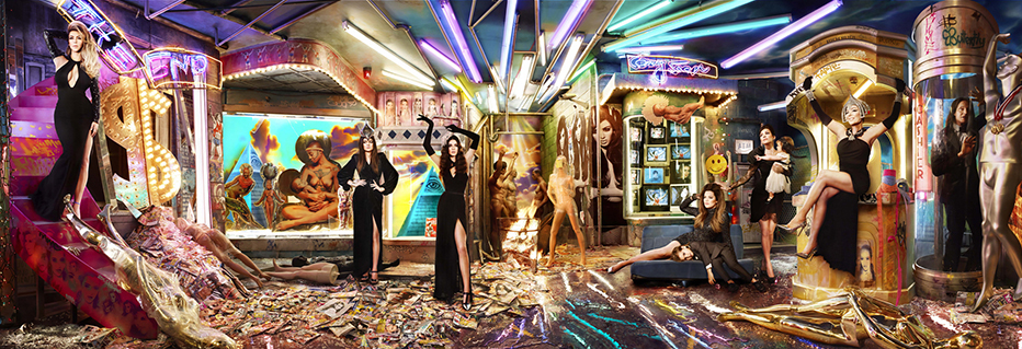데이비드 라샤펠, Black Friday At Mall Of The Apocalypse; Los Angeles, CA, 2013 Kardashian Christmas ⓒ David LaChapelle