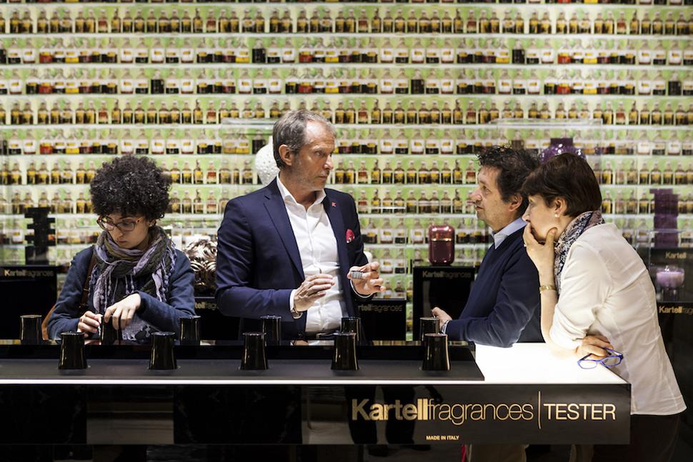 2015년 밀라노 가구 박람회에서 공간 디자인을 완성하는 새로운 요소로 향기를 선보인 이탈리아 가구업체 카르텔의 전시장 광경. Photo courtesy: Salone del Mobile Milano, 2015