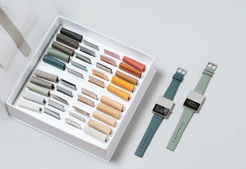 보이드 워치의 라이프 스타일 이미지 컷, 패키지 제품 구성, 브로슈어 이미지 등에서도 브랜드의 정체성이 명확하게 드러난다. ⓒ VOID WATCH