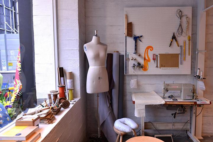 래코드는 다양한 소재를 활용해 옷 이외에도 다양한 제품을 선보이고 있다. 사진은 이태원 매장 이미지