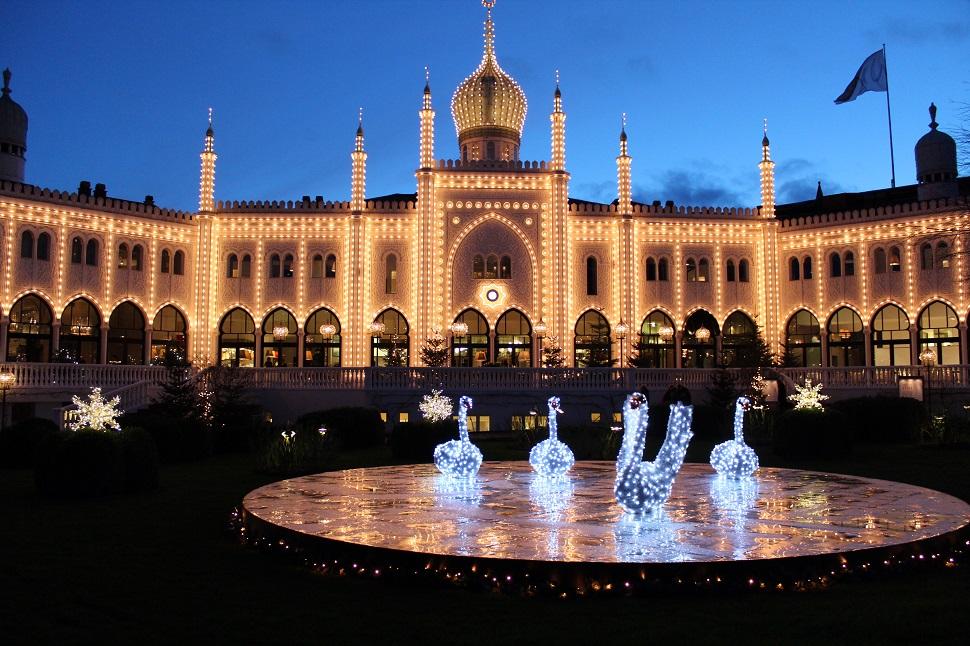 크리스마스 데코레이션이 인상적인 덴마크 티볼리 공원(Tivoli park)
