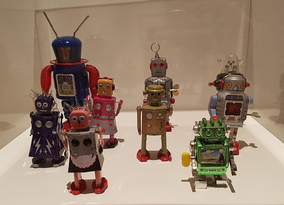 미래와 우주에 대한 관심이 높아지면서 다양한 로봇, 우주 관련 장난감이 등장했다.